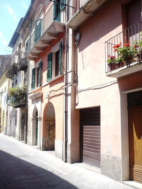 to renovate, three beds in Lanciano center